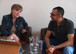 Astrid Fiedler interviewt Flüchtlinge